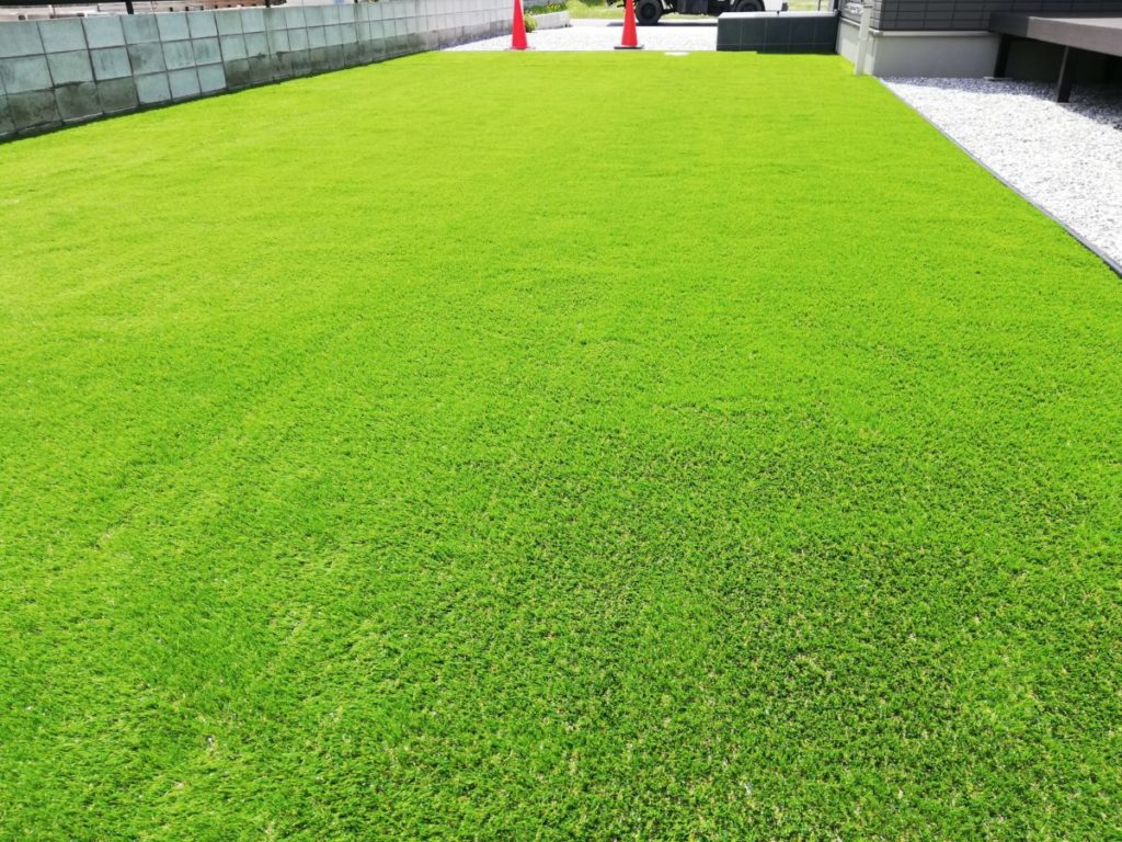 人工芝で雑草対策